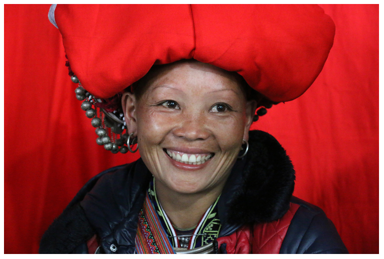 red dao woman2